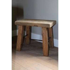 Rustiek houten krukje met stalen spijlen