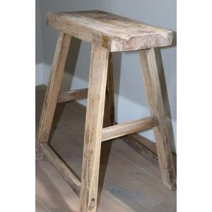 sober houten krukje