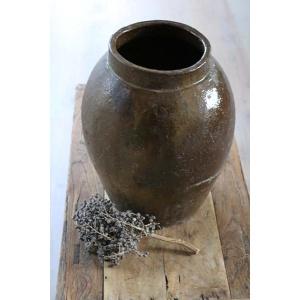 Grote oude stenen vaas